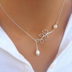 Leaves Shaped Alloy With Leaf Women's Necklaces